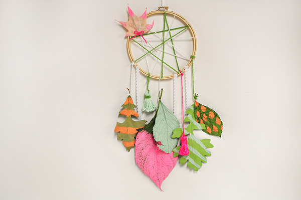 DIY leaf dream catcher (via www.delineateyourdwelling.com)
