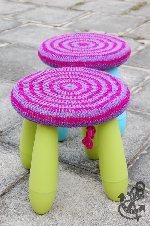 DIY Mammut stool with crochet covers (via www.coffeeandvanilla.com)