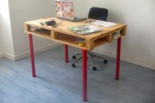 DIY IKEA Vika Curry legs and a pallet into a desk