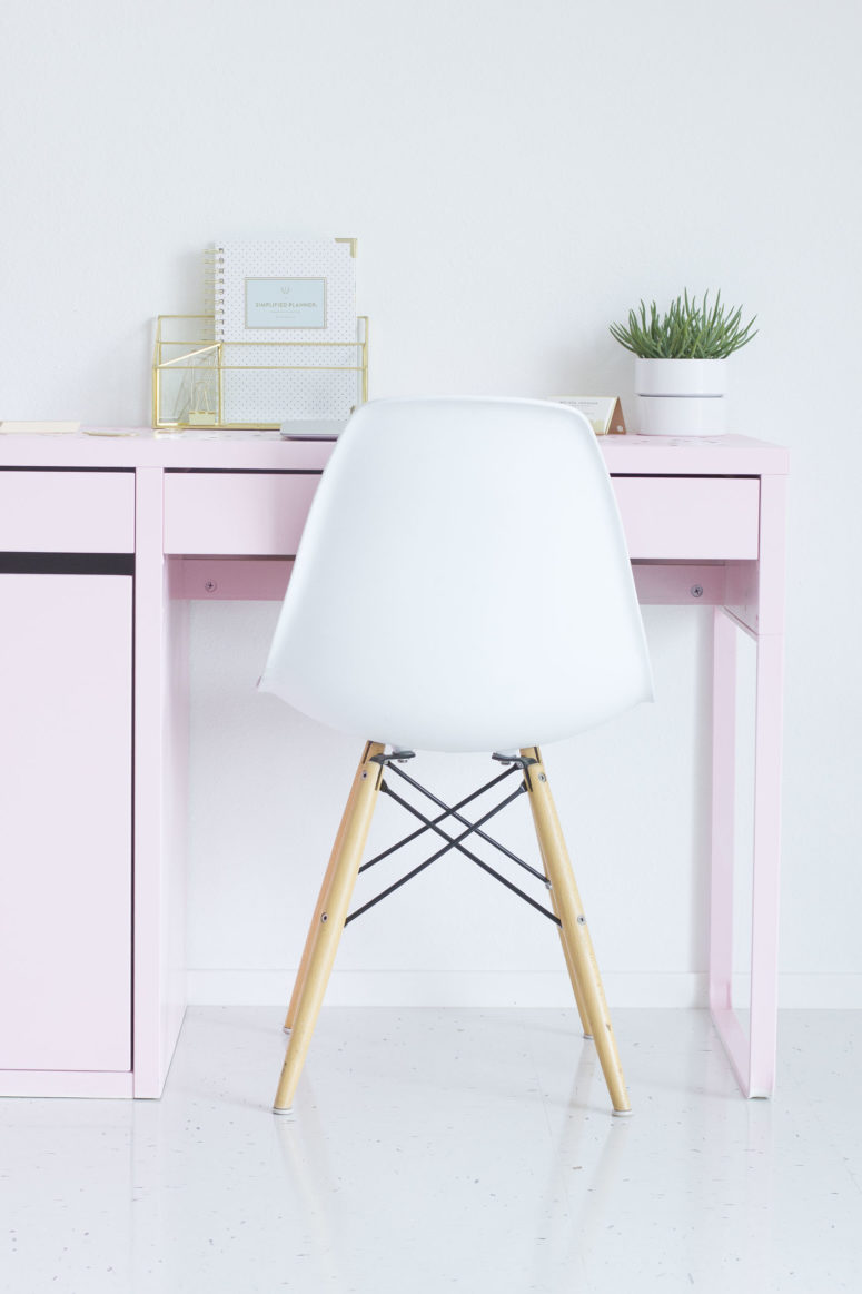 DIY IKEA pink desk hack (via bestfriendsforfrosting.com)