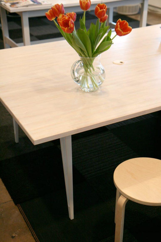 DIY basic IKEA countertop desk (via www.apartmenttherapy.com)