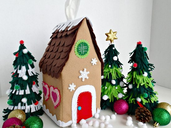 DIY gingerbread house tissue box cover (via so-sew-easy.com)
