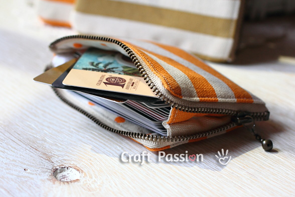 DIY fabric zipper card pouch (via www.craftpassion.com)