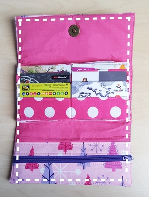 DIY colorful fabric wallet (via www.sewsomestuff.com)