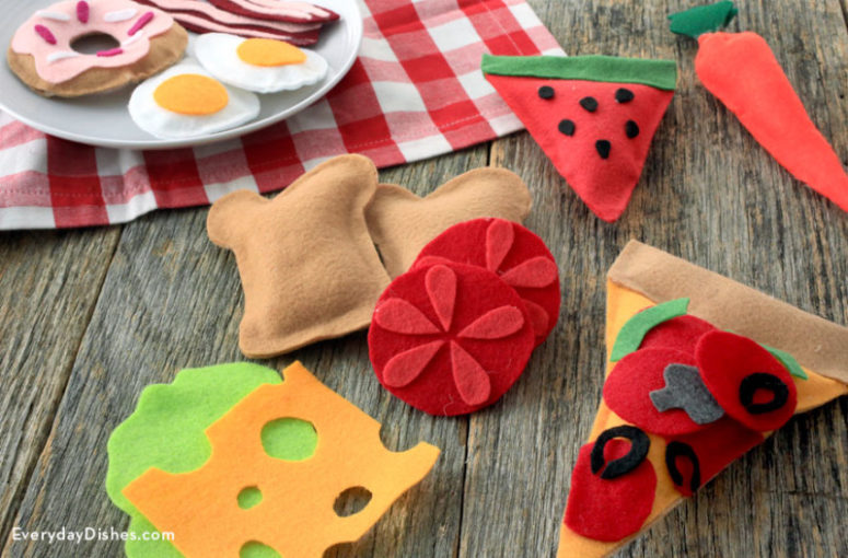 DIY play felt food (via everydaydishes.com)