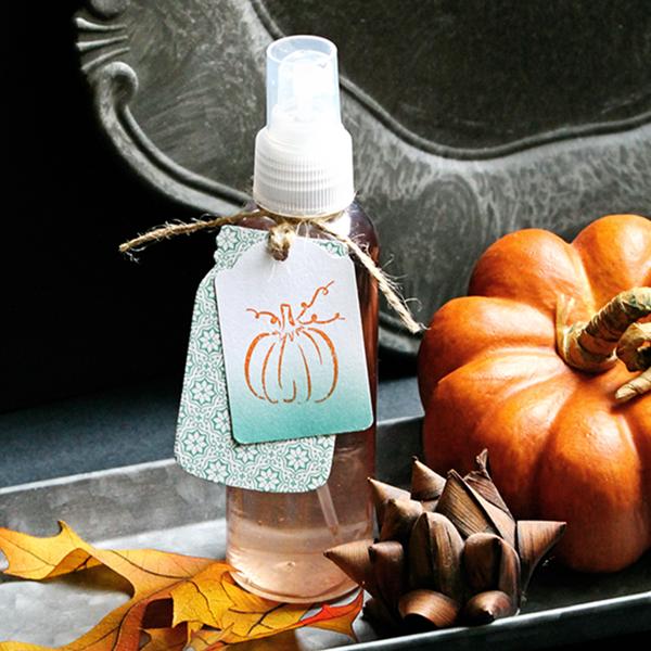DIY pumpkin spice linen mist (via life-n-reflection.blogspot.ru)