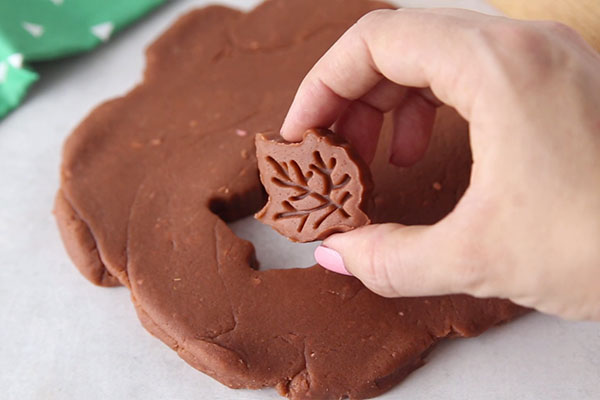 DIY maple scented playdough for kids' activities (via www.thebestideasforkids.com)