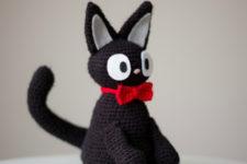 DIY amigurumi black cat with a red bow