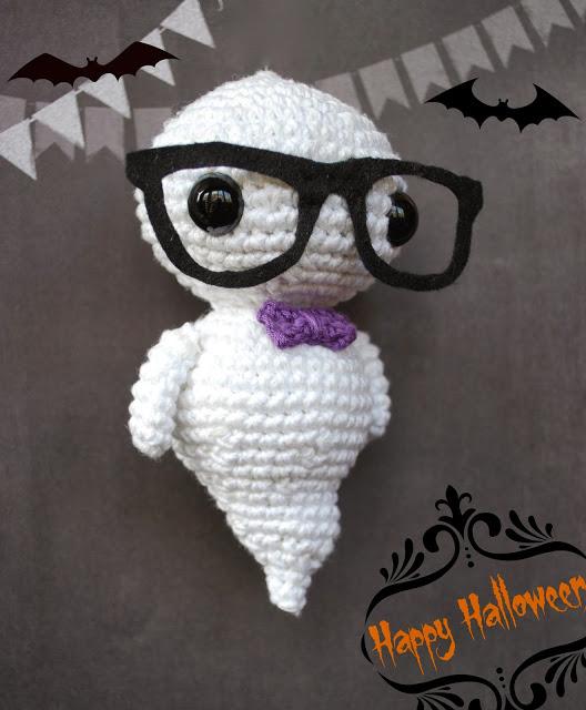 DIY crocheted glow in the dark ghost (via crafteandoqueesgerundio.blogspot.ru)