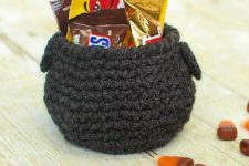 DIY cauldron Halloween crochet craft