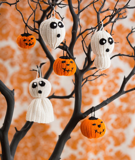 DIY Halloween tree of spookiness with crocheted ornaments