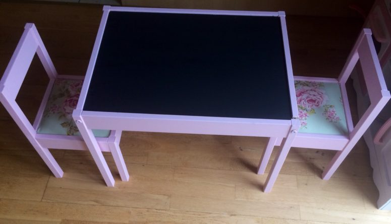 DIY IKEA Latt table into a chalkboard one and floral chairs (via www.alittlelondoner.com)