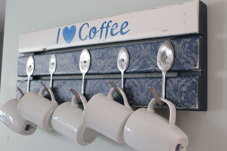 DIY pallet mug holder with spoon hooks