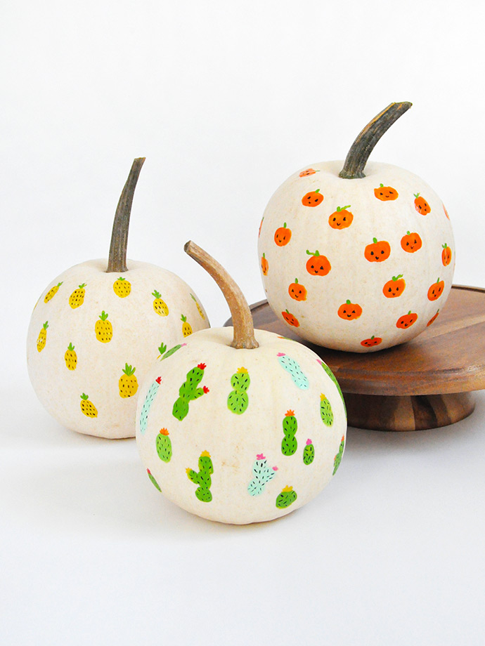 DIY fingerprint Halloween pumpkins (via www.handmadecharlotte.com)
