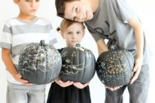 DIY reusable chalkboard pumpkins