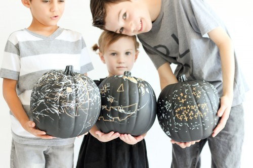 DIY reusable chalkboard pumpkins (via www.shelterness.com)
