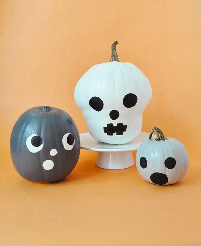 DIY glow in the dark pumpkins (via www.handmadecharlotte.com)