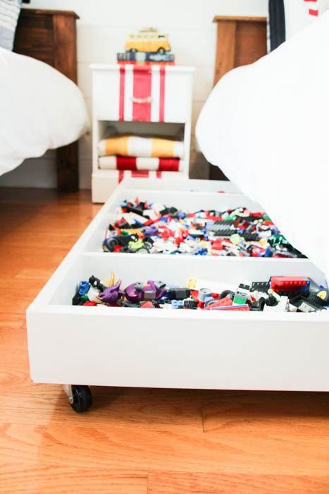 DIY Lego rolling under the bed storage (via thehappyhousie.porch.com)