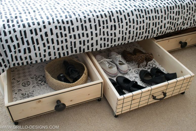 DIY plywood under the bed storage drawers (via grillo-designs.com)