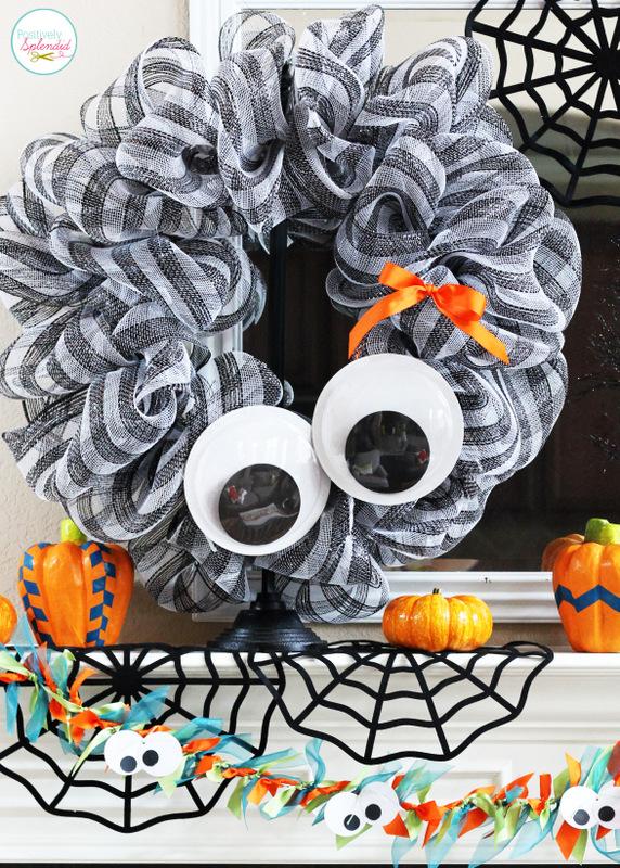 DIY giant googly eye Halloween wreath (via www.positivelysplendid.com)
