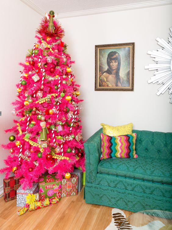 A Super Bold Christmas Tree With Gold And Gr Green Ornaments Garlands