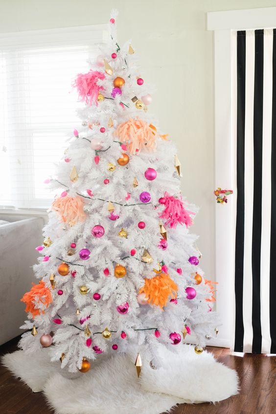orange, pink, fuchsia ornaments are ideal for a colorful and bold look at Christmas