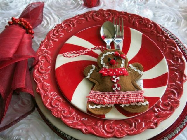 gingerbread cookie utensil pocket for a cute touch to the table setting