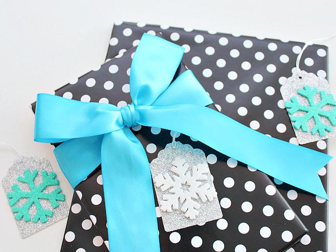 DIY glitter snowflake gift tag