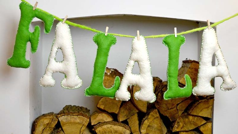 DIY felt letter garland for Christmas (via www.pillarboxblue.com)