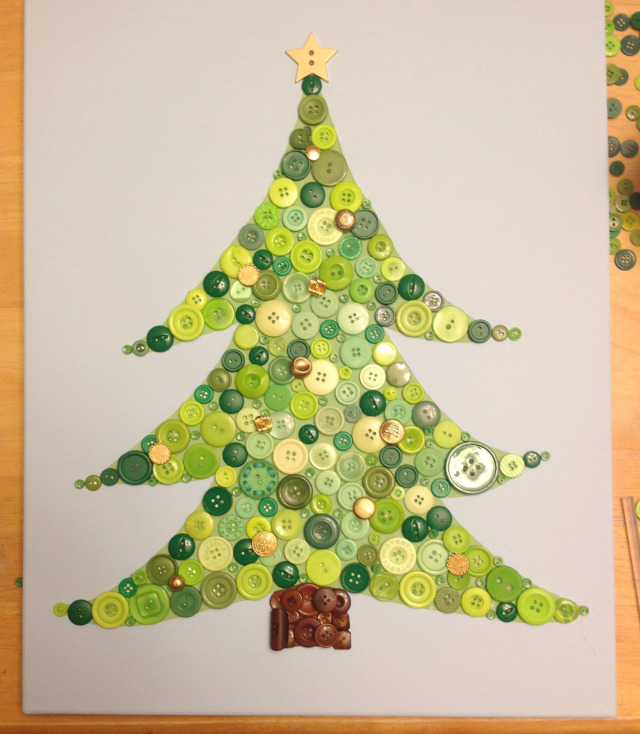 DIY button Christmas tree art (via bustedbutton.com)