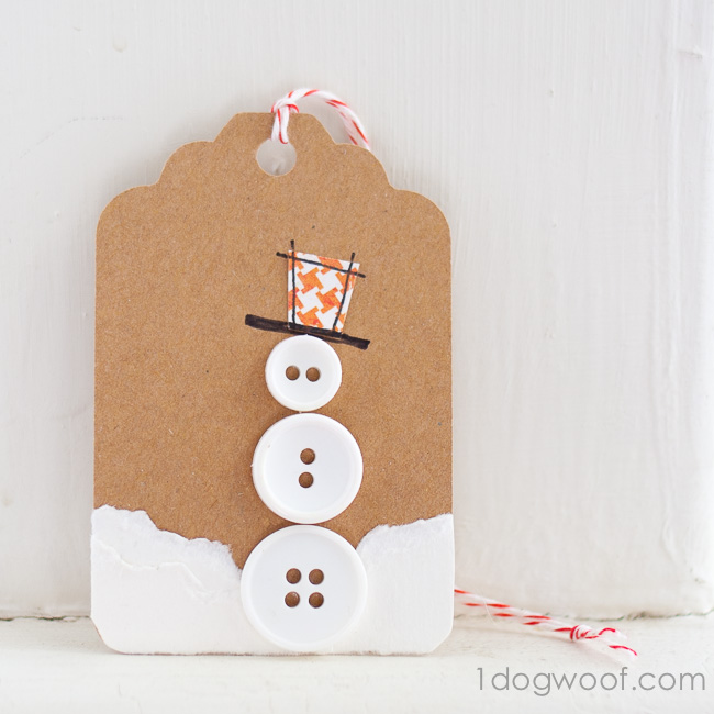 DIY button snowman gift tag (via www.1dogwoof.com)
