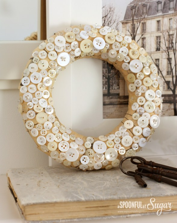 DIY button wreath (via aspoonfulofsugardesigns.com)