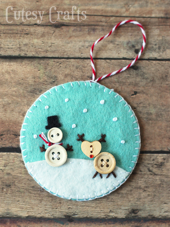 DIY felt round ornaments with buttons