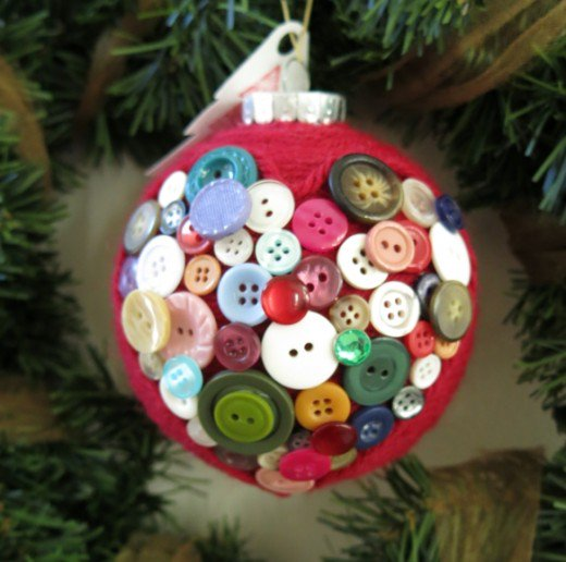 DIY yarn and button ornament (via holidappy.com)