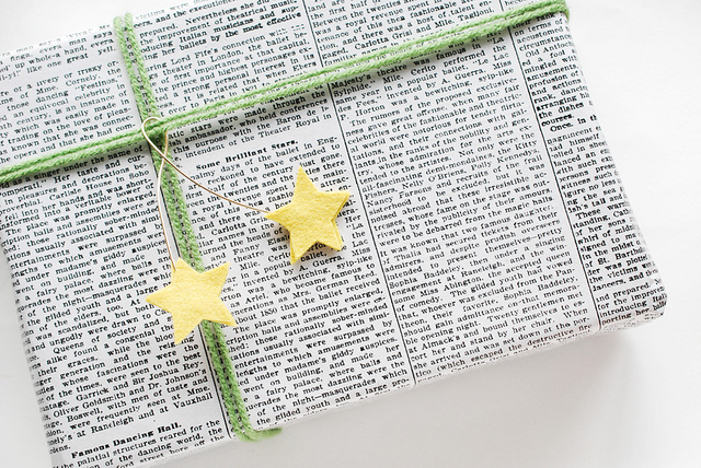 DIY felt star gift toppers (via wildolive.blogspot.ru)