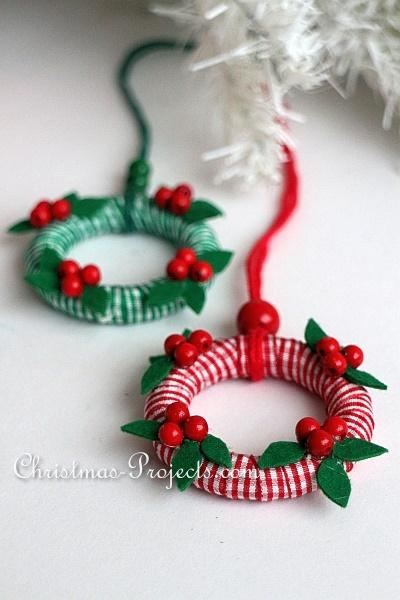 DIY mini wreath toppers of wooden rings (via www.christmas-projects.com)