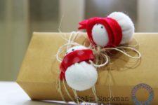 DIY felt mini snowmen toppers