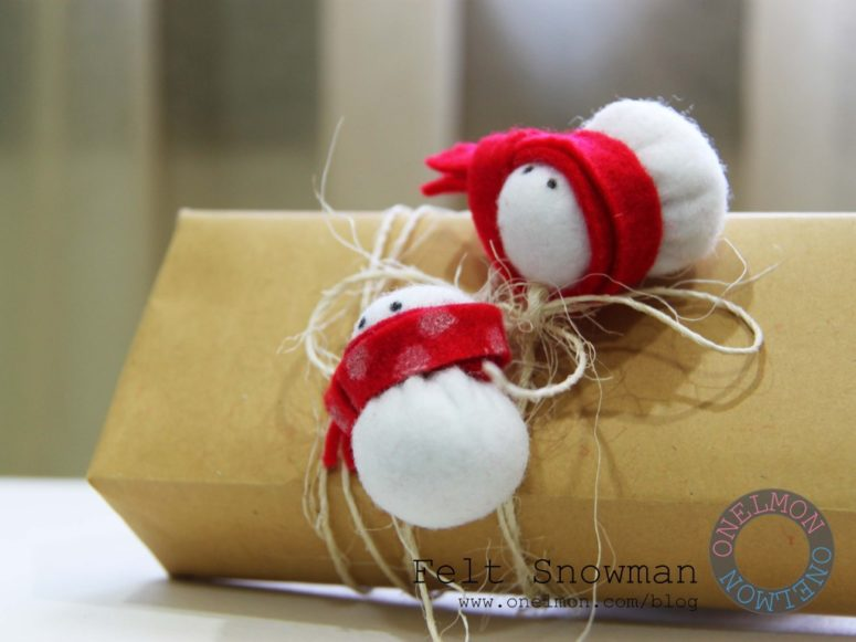 DIY felt mini snowmen toppers (via onelmon.com)