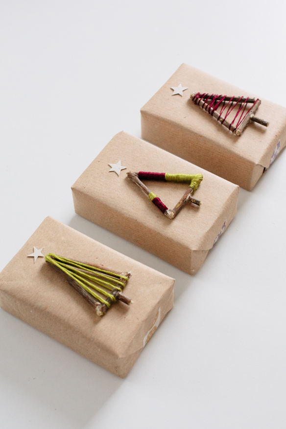 DIY Christmas tree gift toppers (via fellowfellow.com)