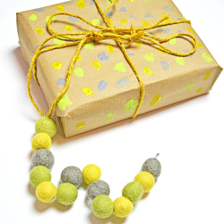DIY colorful felt bead monogram gift toppers (via www.pillarboxblue.com)