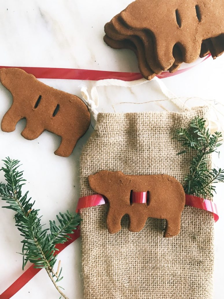 DIY cinnamon apple sauce ornaments and gift toppers (via www.twineandtable.com)