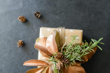 DIY leaf gift topperfor a natural touch