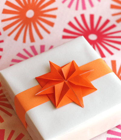 DIY origami paper star gift toppers (via howaboutorange.blogspot.ru)