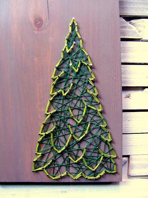 DIY dimensional Christmas string art tree (via ninered.blogspot.ru)