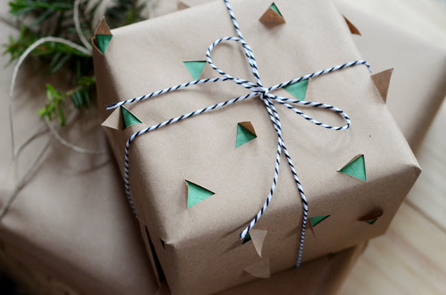 DIY 3D Christmas tree wrapping paper (via www.design-fixation.com)