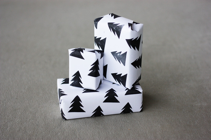 DIY monochrome Christmas tree stamp paper (via www.morningcreativity.com)