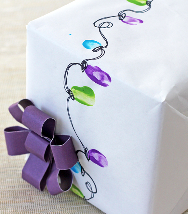DIY vintage Christmas lights wrapping paper (via splashofsomething.com)