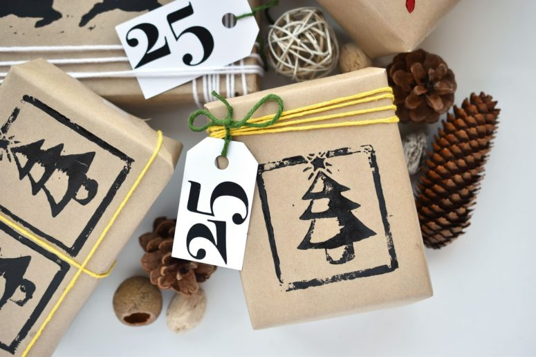 DIY printed wrapping kraft paper  (via www.womaninreallife.com)
