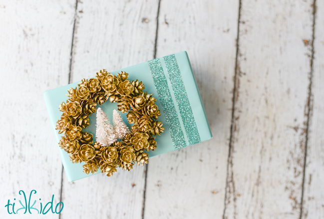DIY wrapping paper with a glitter touch (via tikkido.com)