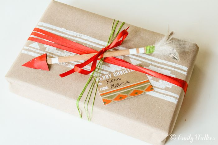 DIY geo stamped wrapping paper (via www.handmakerofthings.com)
